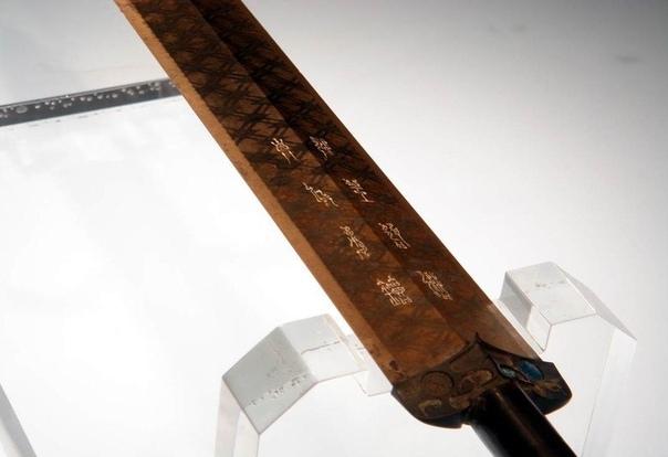 2,5-тысячелетний меч Гоуцзяня: Чрезвычайно острый и без малейших следов ржавчины Несмотря на то, что этот примечательный меч был изготовлен около 2,5 тысяч лет назад, он все еще такой же острый