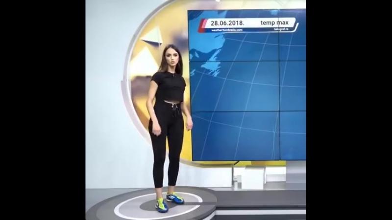 Сербская телеведущая показала, как надо бить по мячу в прямом эфире