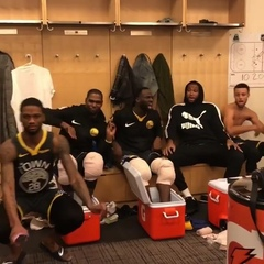 "Голден Стэйт Уорриорз on Instagram: ""Танцы в раздевалке🙈[via @money23green] #DubNation #Warriors #NBA #НБА #ГолденСтэйт #GoldenStateWarriors #GS..."