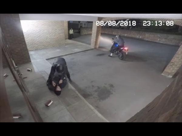 Criminal KO's friend by accident (DUMB CRIMINALS EPIC FAIL)