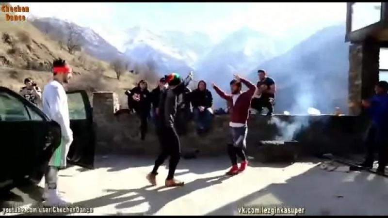 Мадина Чеченский танец.mp4