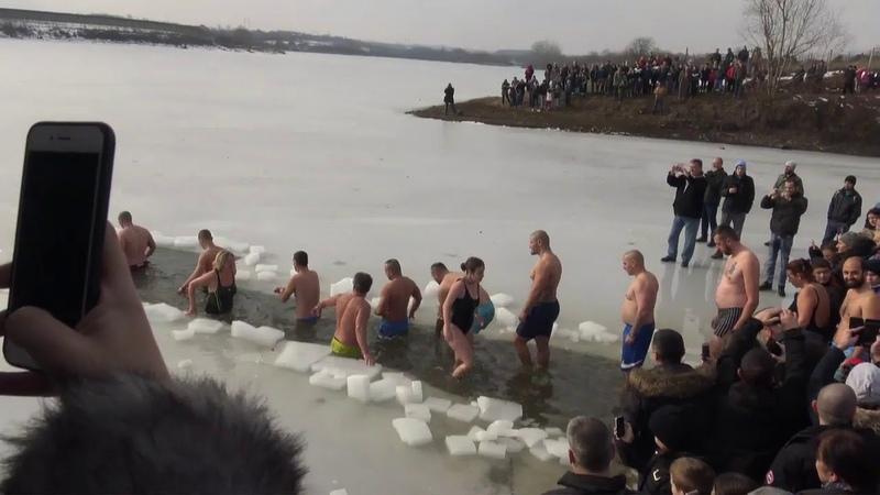 Plivanje za časni Bogojavljenski krst Markovačko jezeru 2019