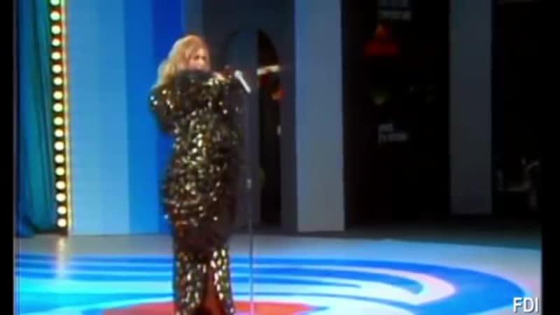 Dalida - Mourir sur scène. Bravo Dalida!