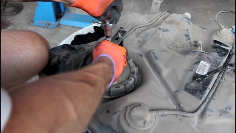 Замена бензонасоса Форд Фокус 2 (Ford Focus 2) своими руками