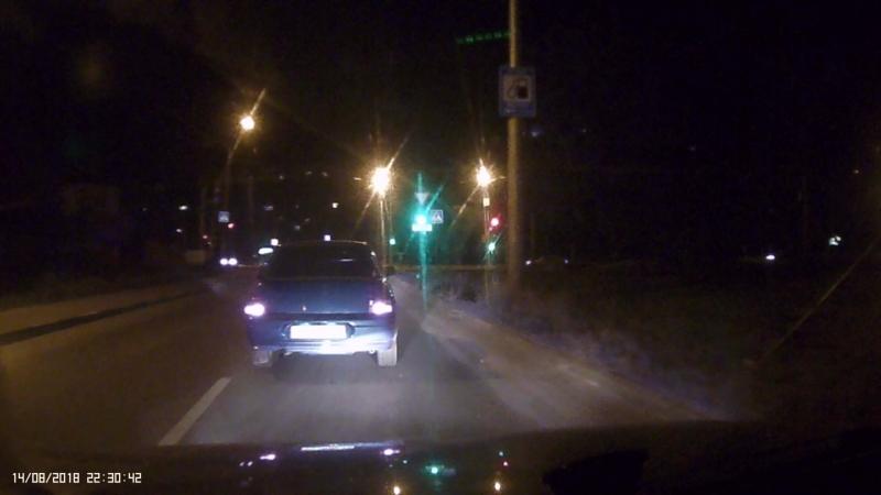 идиот на дороге либо пьяный либо с головой проблемы