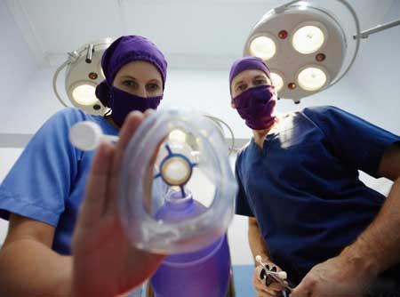 Закись азота - часто называемая веселящим газом - может дать пациентам успокаивающее, иногда эйфорическое чувство, и обычно используется во время стоматологической работы.