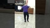 Мальчик танцует под татарскую песню