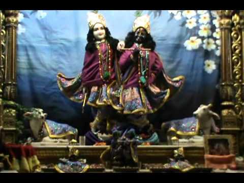 Даршан Божеств в Кришна-Баларама Мандире (мангала-арати)