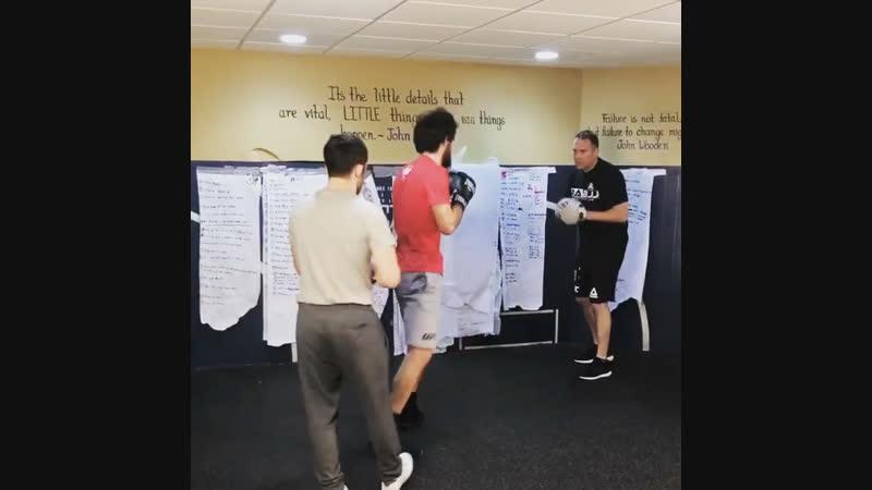 Ариэль Хельвани в гостях у Марка Генри