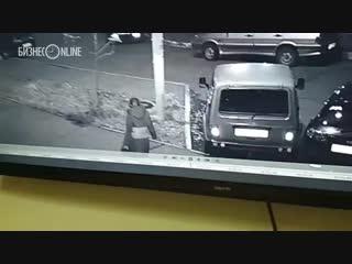 Подозреваемая, выбросившая ребенка в мусорку, попала под камеры наблюдения