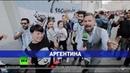 Корреспондент RT в центре Москвы научился у болельщиков футбольным кричалкам