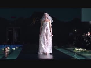 Самый необычный показ мод под водой Модели позируют под водой (online-video-cutter.com)