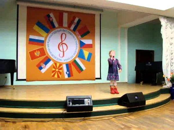 Пятилетняя девочка зажгла! Русская-народная песня в современной обработке САПОЖКИ