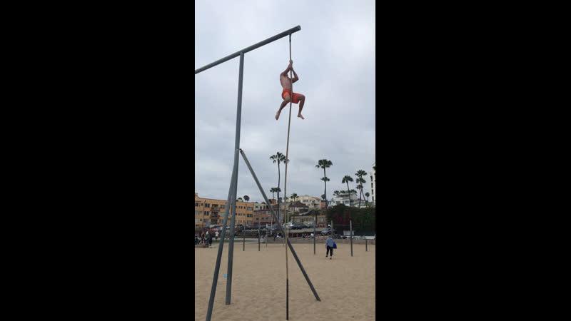 LA rob climbing