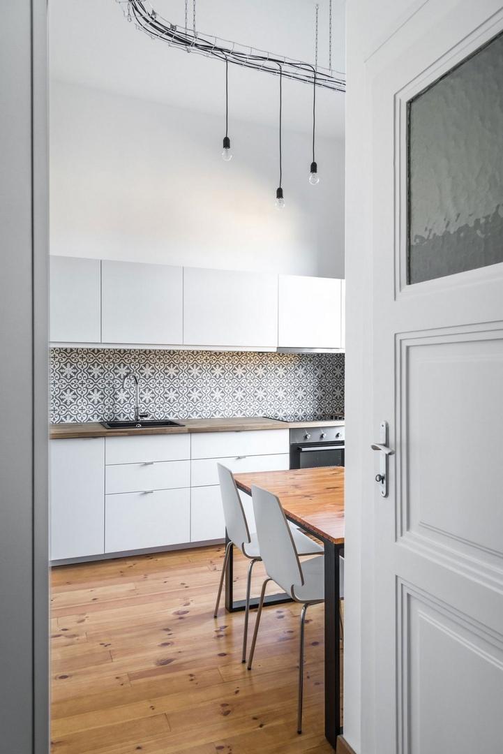 Strict Elegance – это частная резиденция площадью 51 квадратный метр, спроектированная компанией Batlab Architects в Будапеште, Венгрия