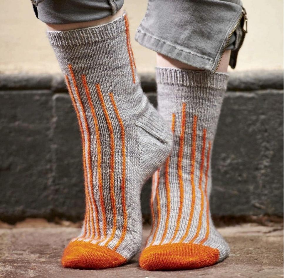 Вязаные спицами носки Metrolla от Фионы Алис