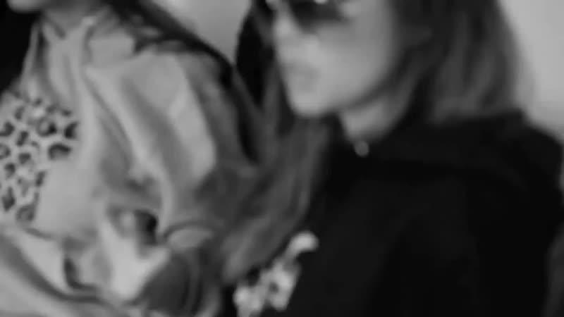 18 Полуголые девушки тверкают и трясут грудью на камеру 18 mp4