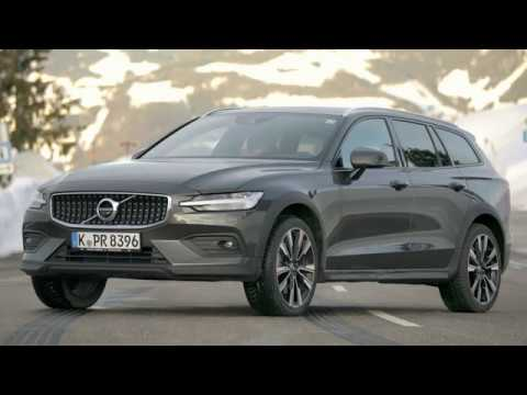 2019 Volvo V60 Cross Country - The best car for winter