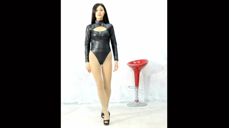 巨乳美少女フェイクレザー レオタード Asian Beauty huge breasts leather Tback leotard Monroe walk