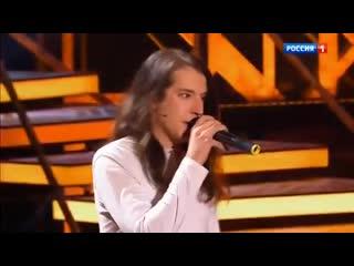 Сын Жени Белоусова Роман исполнил песню своего отца