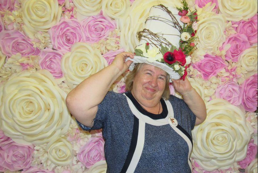 «Стареть не хочу»: как 67-летняя жительница Ленобласти зарядила энергией весь город
