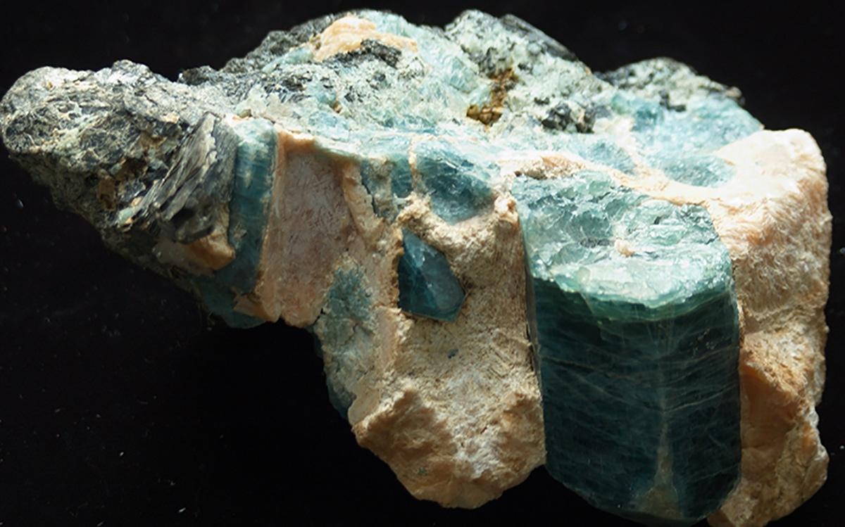 Невозможные фигурные отверстия в камне. Версии образования