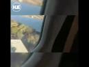 В ЮАР пассажиры из салона сняли падение самолета