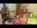 Наряжаем елку. Письмо деду морозу. Кормим куклу Нелю на новом стуле детскими пельмешками
