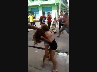 Briga de mulheres em Belém - Pará ao som de pabllo vittar K.O yt