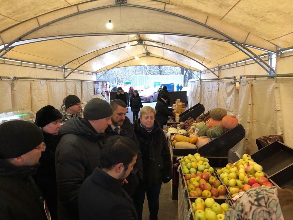 Глава управы Александр Шнурков проинспектировал работу ярмарки в Савеловском районе