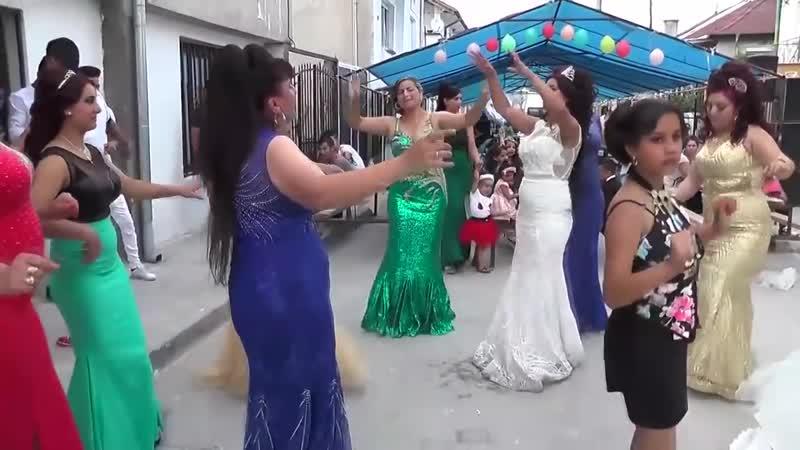 сосет секс видео цыганское подошли водительского сиденья