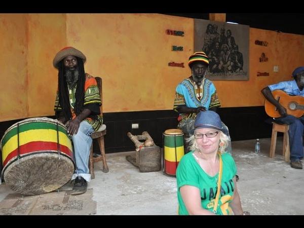 Ямайка. Здесь родился и похоронен Боб Марли. Деревня 9-я Миля.