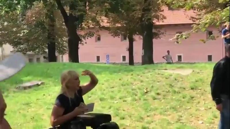 У Львові прихильників медведчука, які прийшли пікетувати ОДА, розігнали небайдужі, закидавши їх помідорами