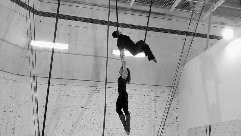 Anzhela Kulagina Angelina Guseva on Corde volante