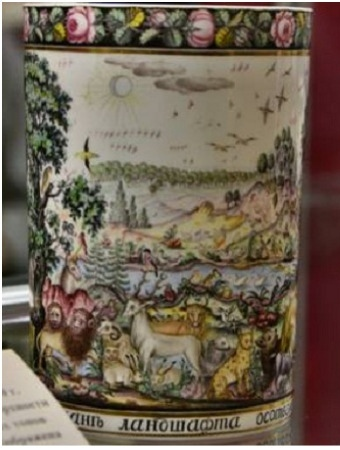 Стаканы с ландшафтной композицией крепостного Вершинина Между их стенками помещены пейзажные и орнаментальные композиции, выполненные из соломки, мха, травинок, бумаги, раскрашенной акварелью.