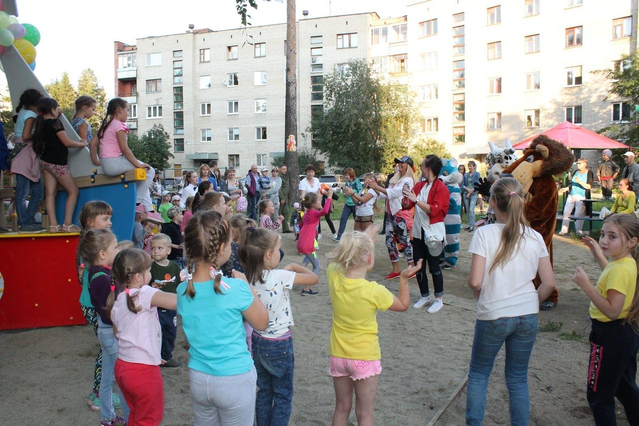 Детскую площадку открыли праздником