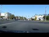Автомобиль Renault Fluence не пропустил мотоциклиста