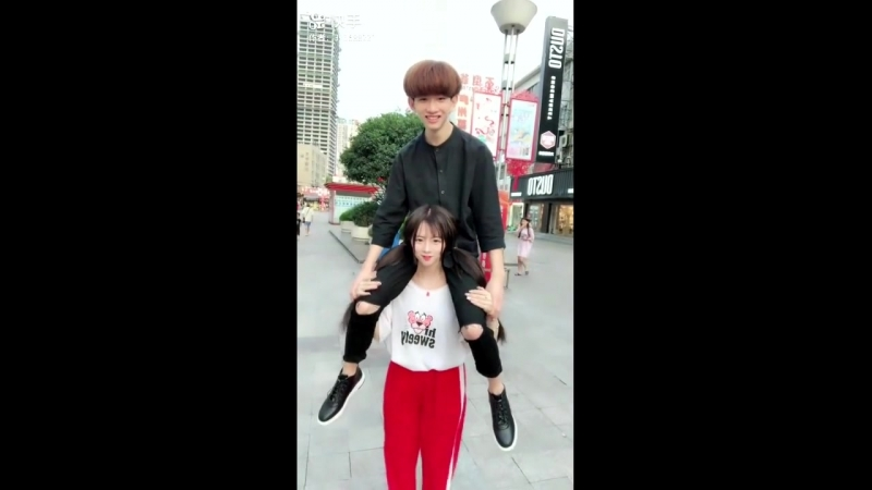 School girl love to lift her boyfreinds