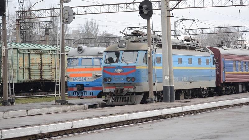 Электровоз ЧС2-544 прибыл на ст.Запорожье-2 с ультразвуковым дефектоскопом..