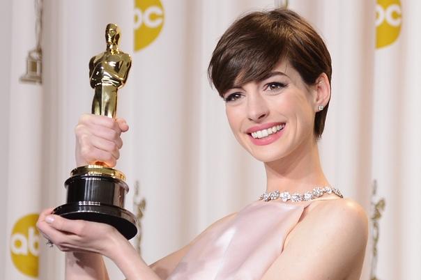 Энн Хэтэуэй поддержала идею провести «Оскар» без ведущего