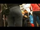 Две сочные попки школьниц в метро. Удачно заснял