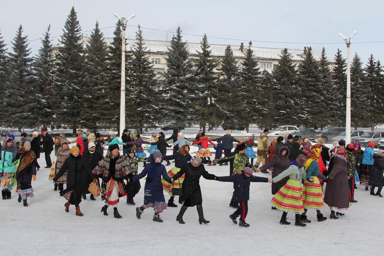 Хоровод дружбы в День народного единства в Белове, 2018 год