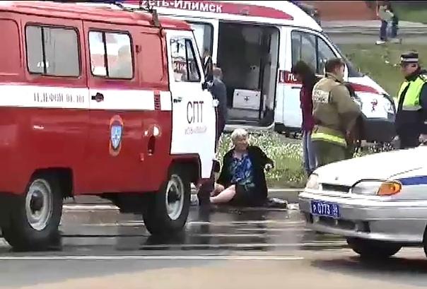 В Усть-Илимске пенсионерка провалилась в канализационный люк