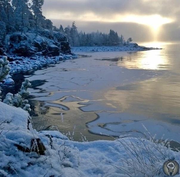 Легенда о загадочных сокровищах волхвов на дне Ладожского озера Со времен первых людей вокруг Ладожского озера стало появляться множество сказок и легенд.Некоторые этнографы уверены в том, что