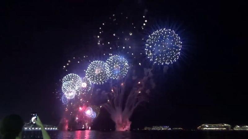 Салют в честь Нового года 2019 в Рио-де-Жанейро (Бразилия)