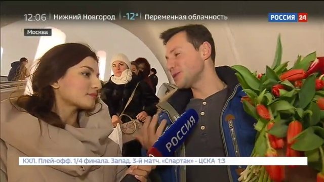 Новости на Россия 24 • Олег Газманов и Вячеслав Манучаров поздравили женщин в московском метро