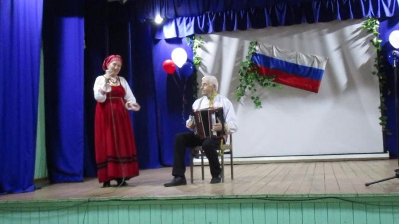 Малкины Николай Иванович и Зинаида Васильевна с песней в День России