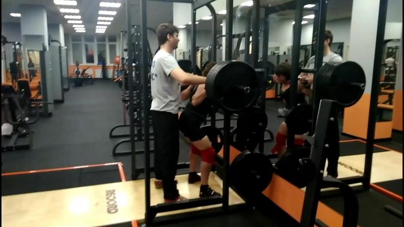 Сабина съемы в приседе 200 кг по 2 раза!
