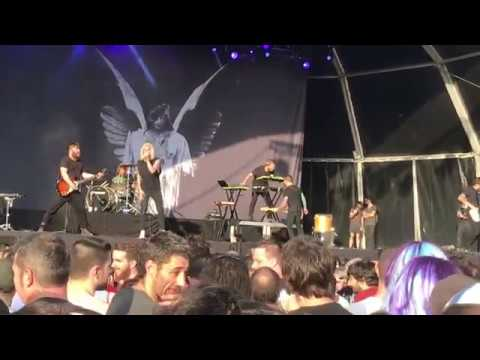 Underoath Breathing in a New Mentality directo in Download Festival Madrid 2018