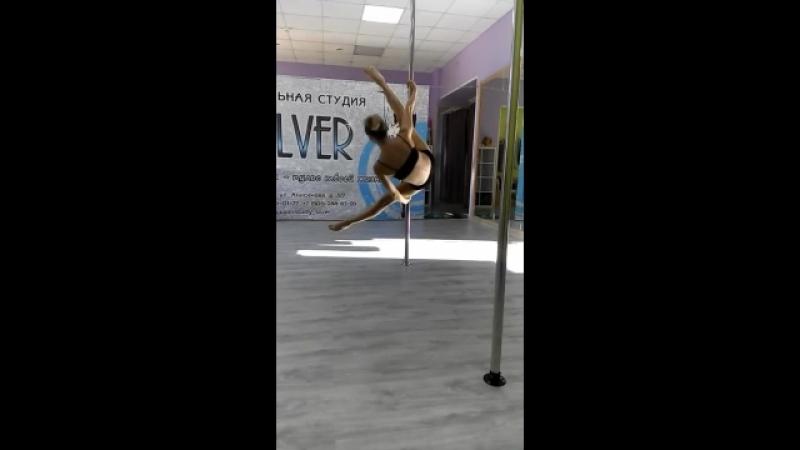 Карина Смелова. Пилон акробатик.